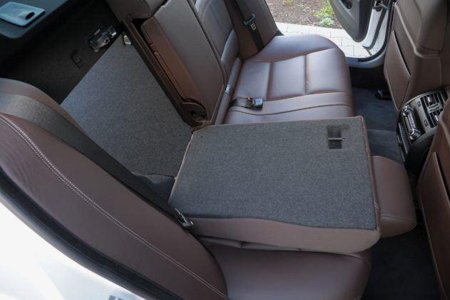 BMW serii 5 (F10) - składanie kanapy