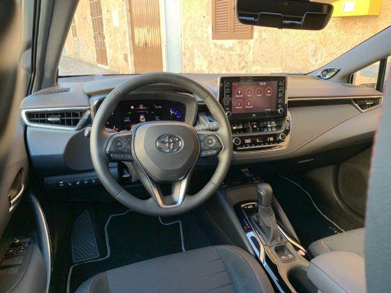 Toyota Corolla (2019) - deska rozdzielcza