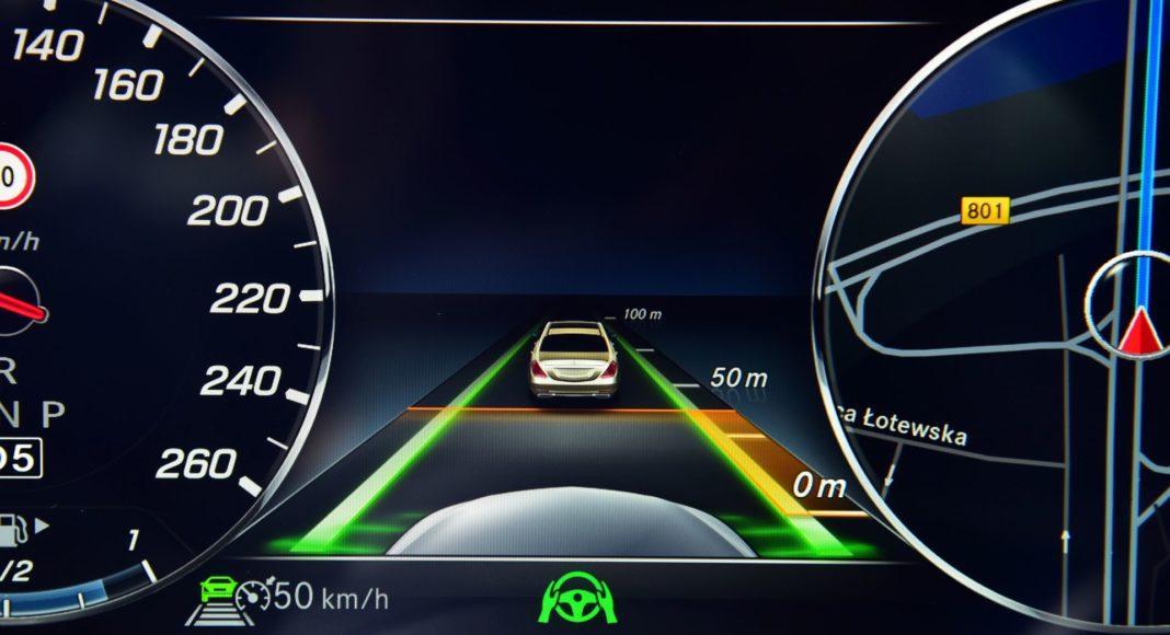 Mercedes CLS - aktywny tempomat