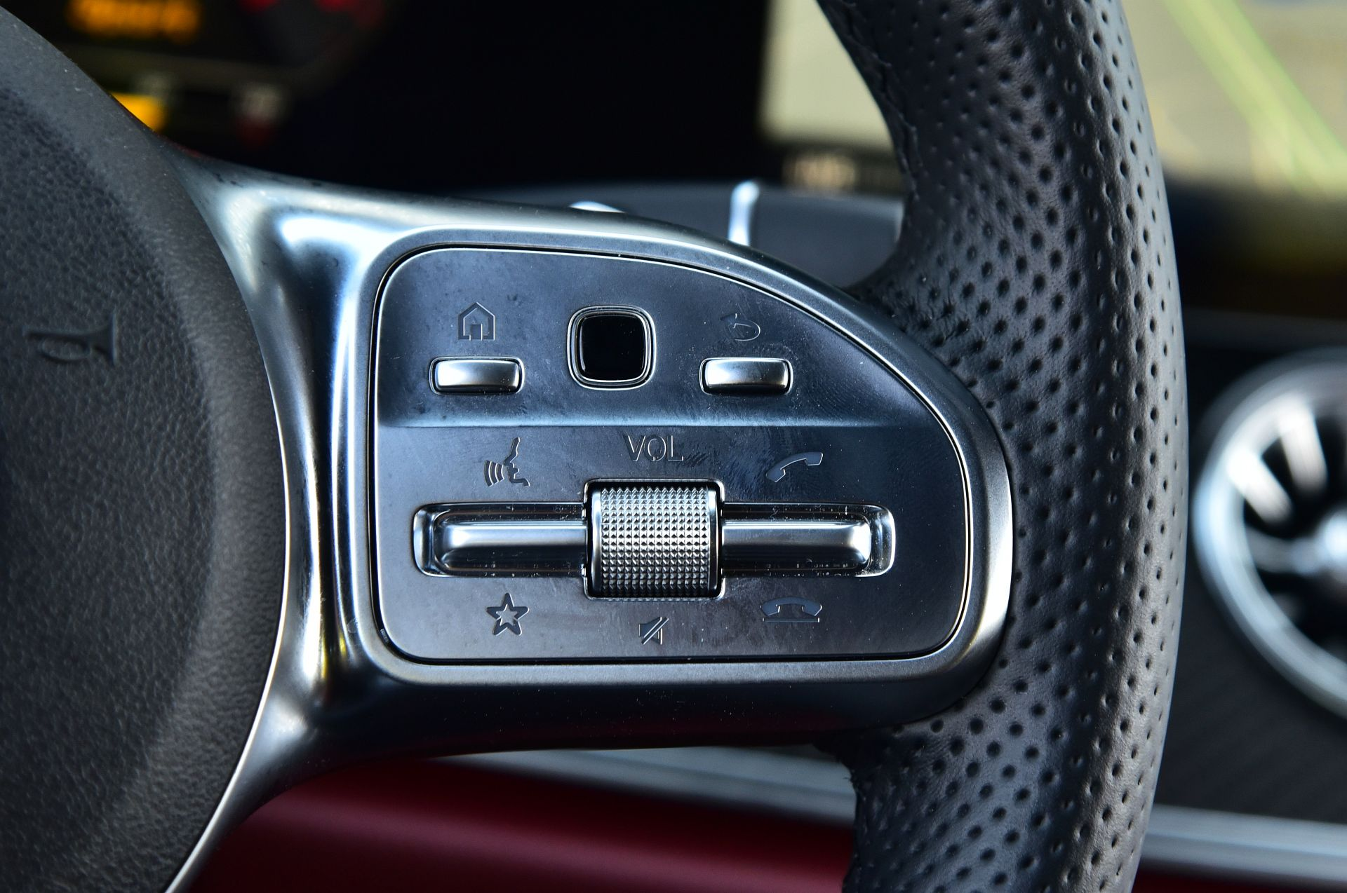 Mercedes CLS - panel dotykowy