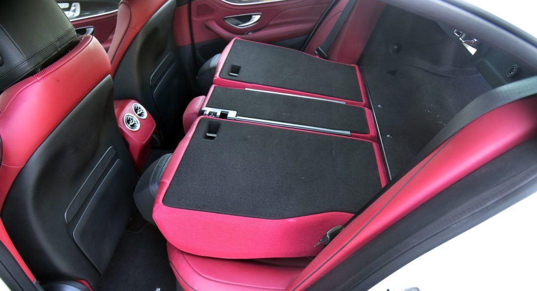 Mercedes CLS - składanie kanapy