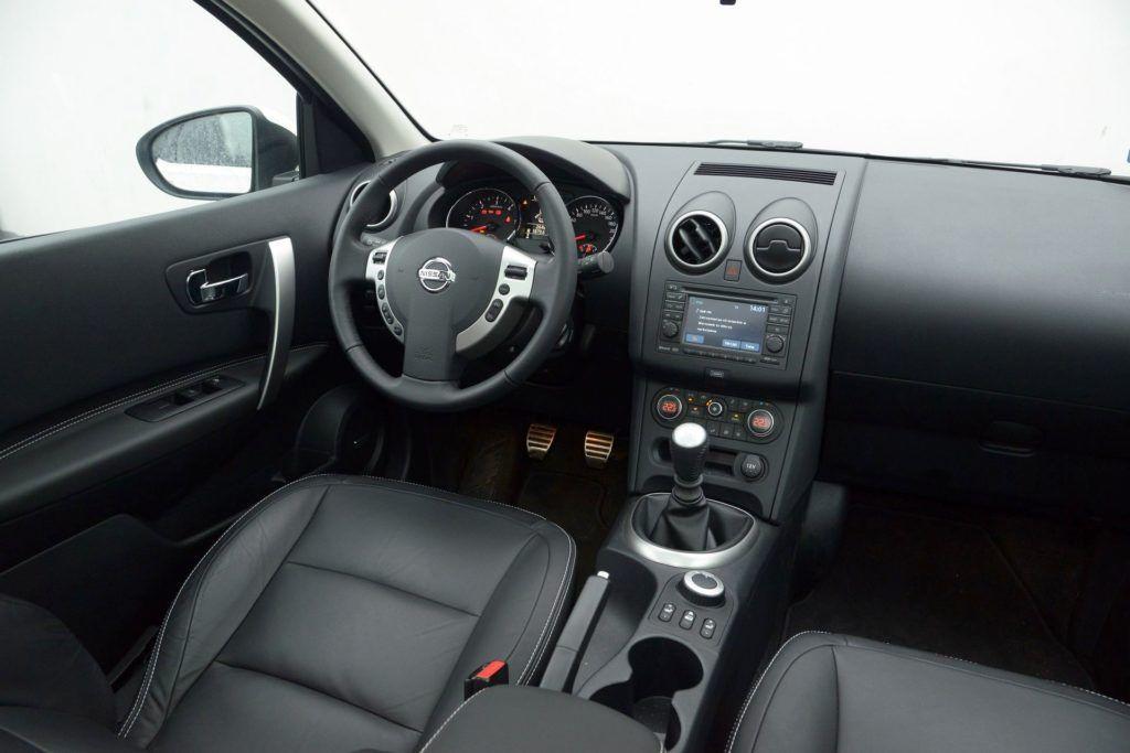 Nissan Qashqai I - deska rozdzielcza (3)