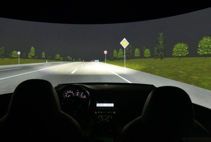 Skoda - symulator jazdy w nocy