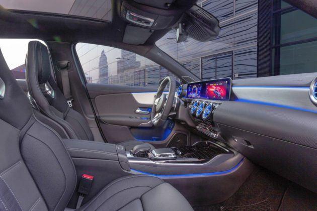 Mercedes-AMG A 35 Limuzyna - kokpit