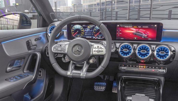 Mercedes-AMG A 35 Limuzyna - deska rozdzielcza