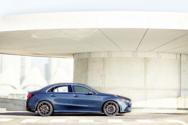 Mercedes-AMG A 35 Limuzyna - bok
