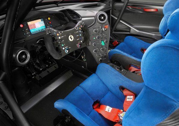 Ferrari P80/C - kabina
