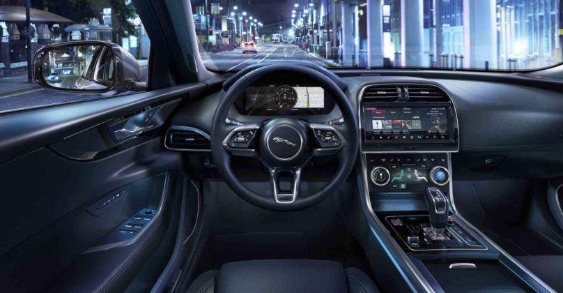 2020 Jaguar XE - kokpit