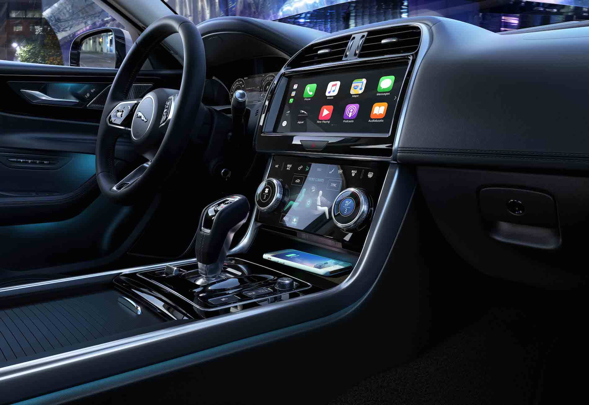 2020 Jaguar XE - wnętrze