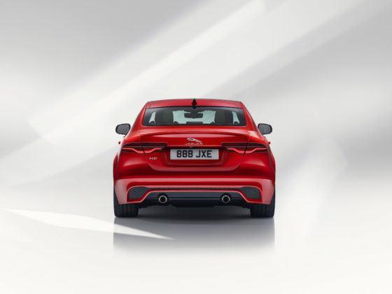2020 Jaguar XE - tył