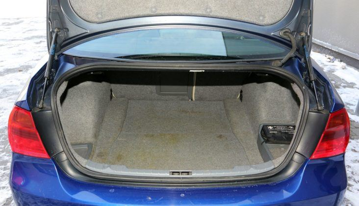 BMW serii 3 E90 - bagażnik (3)