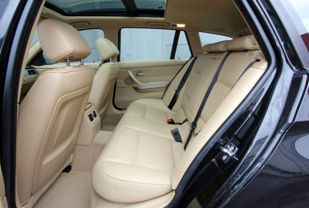 BMW serii 3 E90 - kanapa