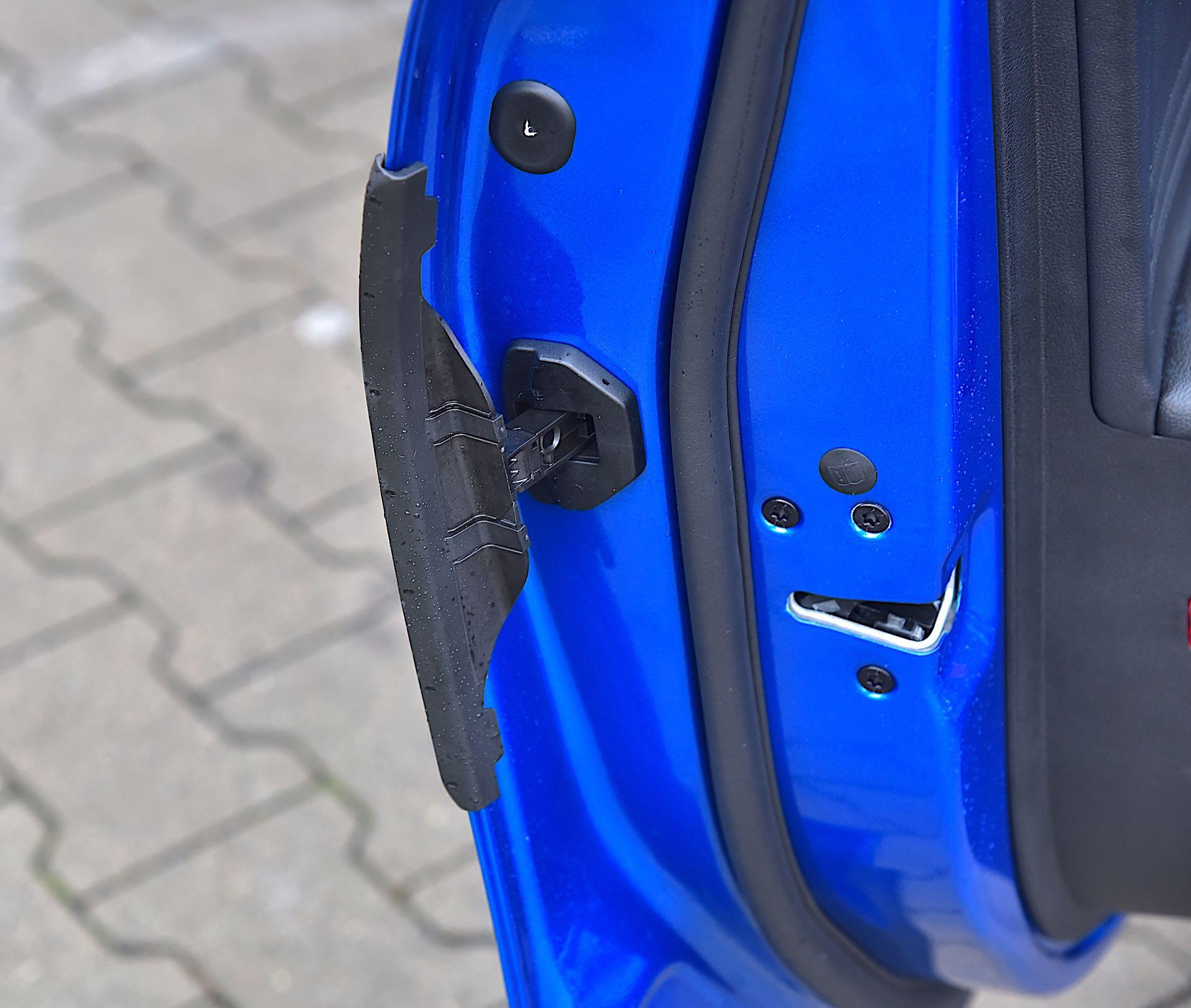 Ford Focus - ochrona krawędzi drzwi