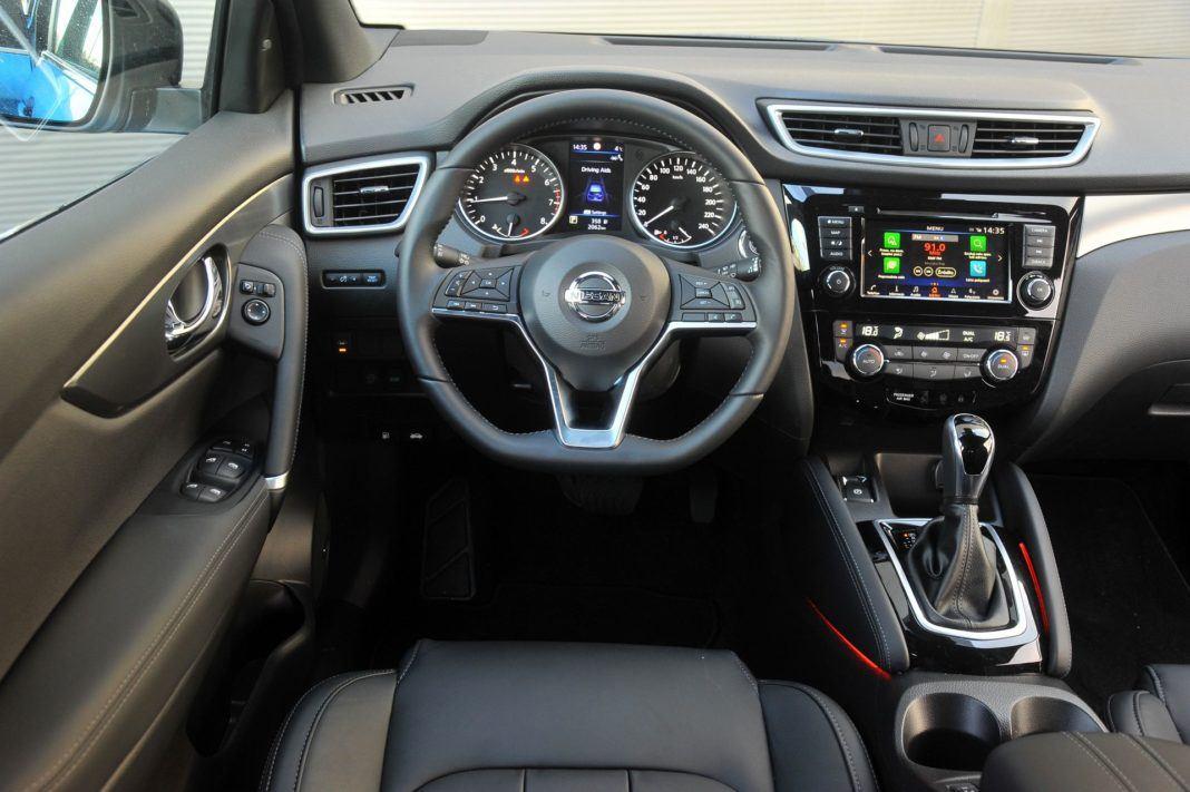 Nissan Qashqai 1.3 DIG-T - deska rozdzielcza