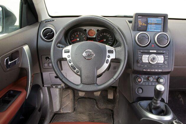 Nissan Qashqai I deska rozdzielcza