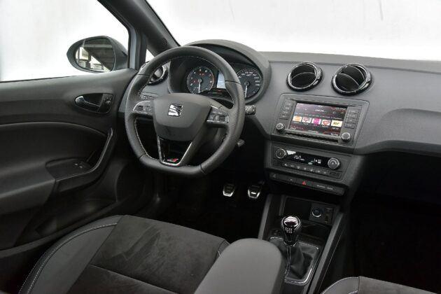 Seat Ibiza IV deska rozdzielcza (2)