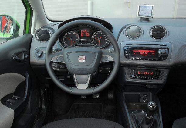 Seat Ibiza IV deska rozdzielcza (3)