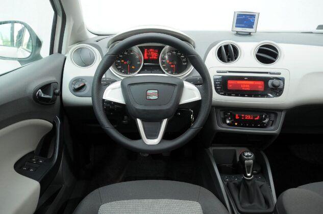 Seat Ibiza IV deska rozdzielcza (4)