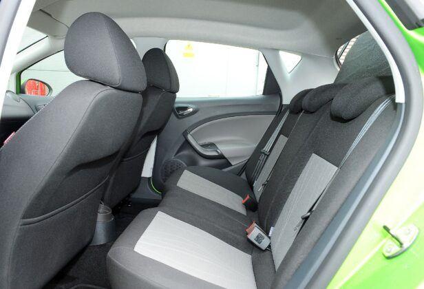 Seat Ibiza IV kanapa (2)