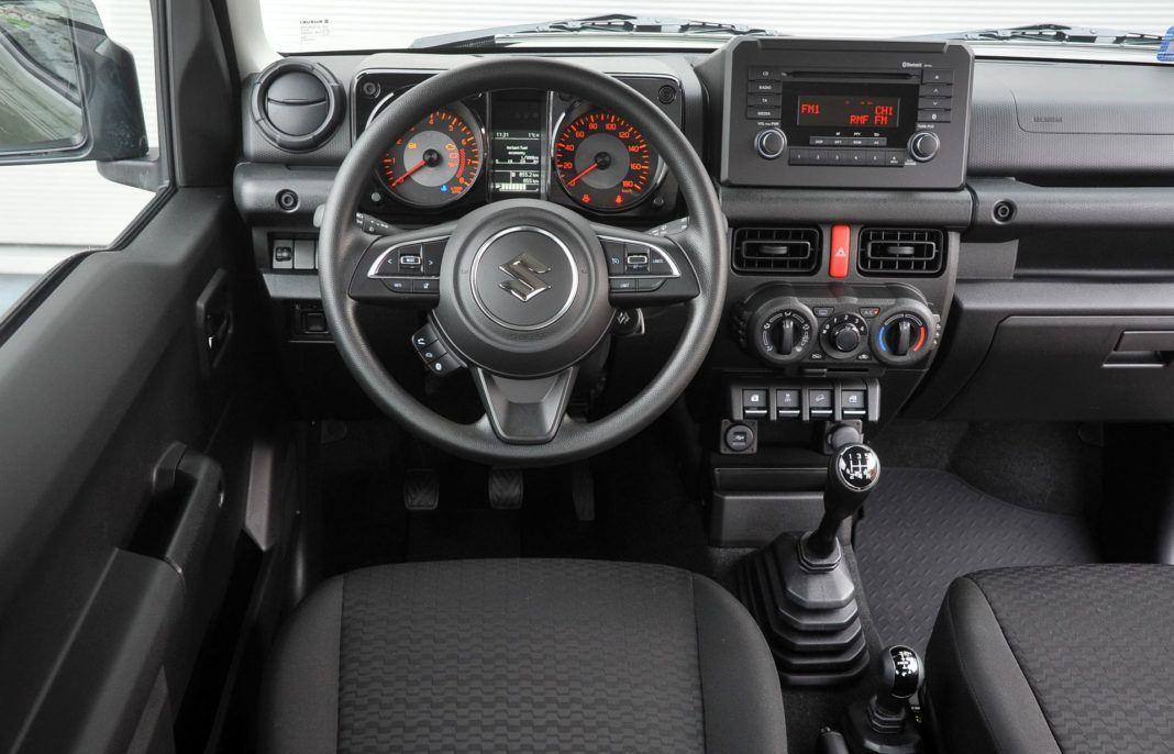Suzuki Jimny - deska rozdzielcza