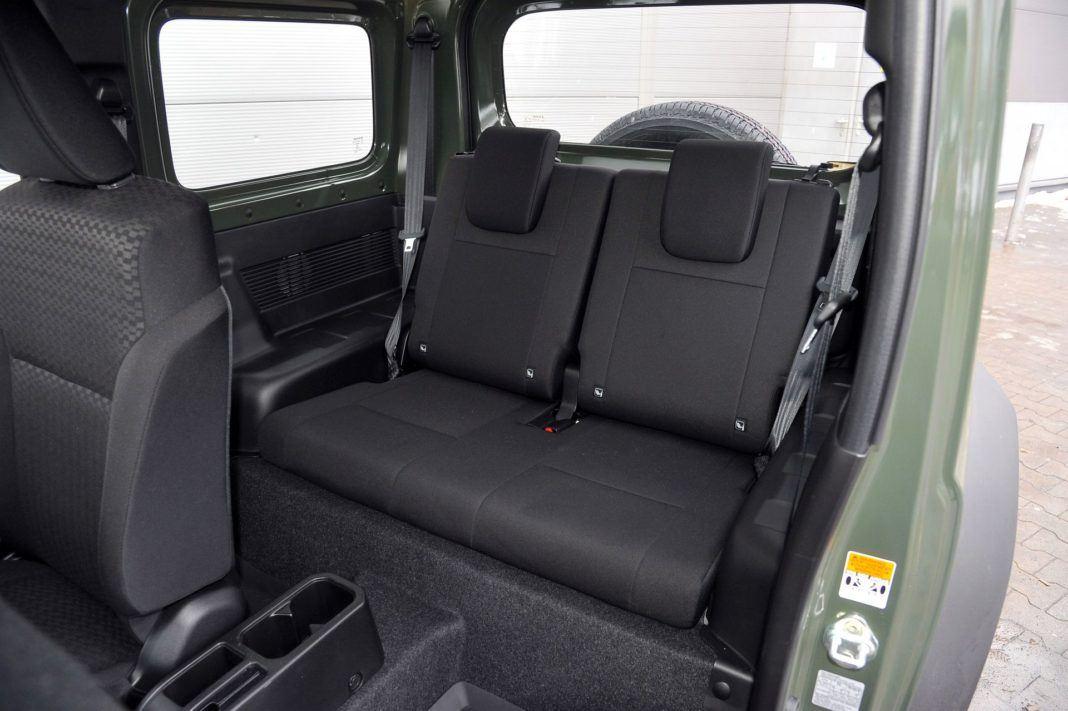 Suzuki Jimny - kanapa