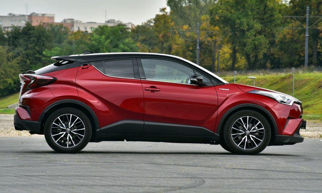 Toyota C-HR Hybrid - bok