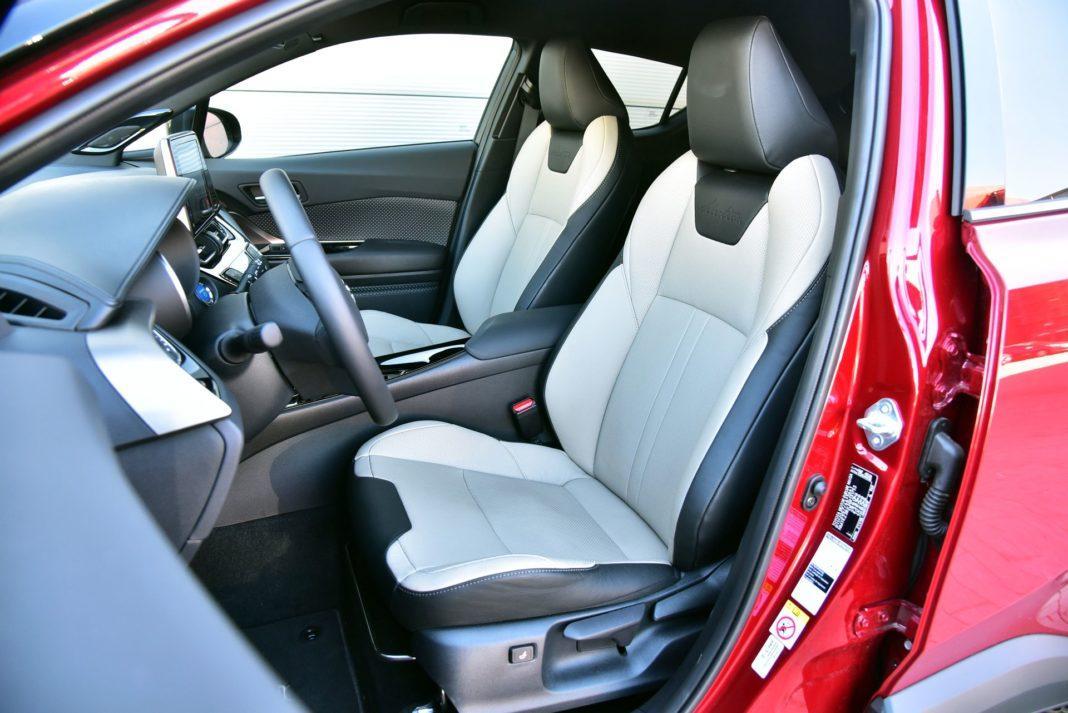 Toyota C-HR Hybrid - fotel kierowcy