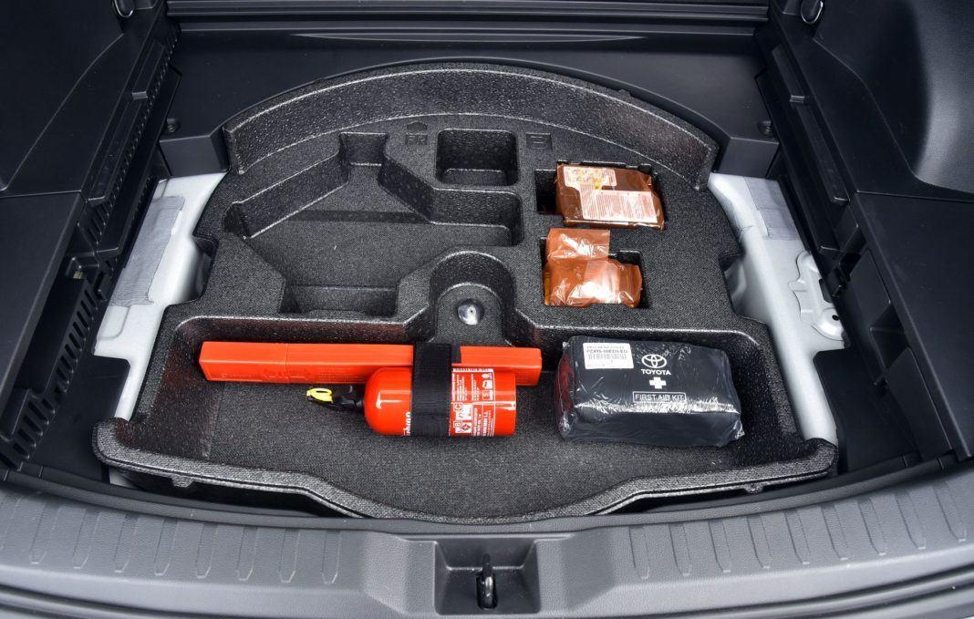 Toyota RAV4 Hybrid - podłoga bagażnika