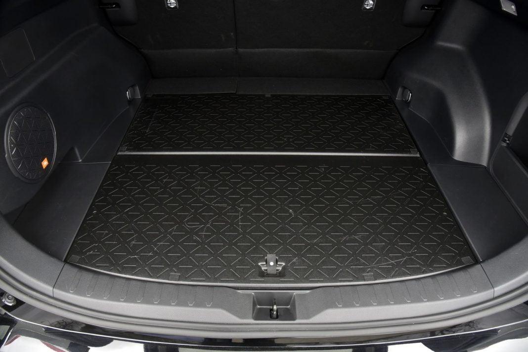 Toyota RAV4 Hybrid - podłoga bagażnika (3)