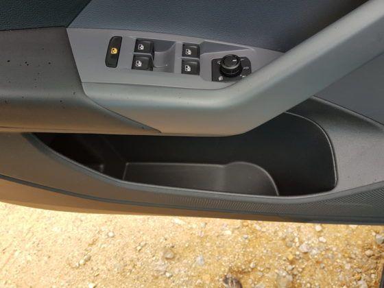 Volkswagen T-Cross - kieszenie w przednich drzwiach