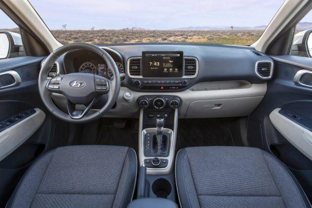 Hyundai Veneu - kokpit