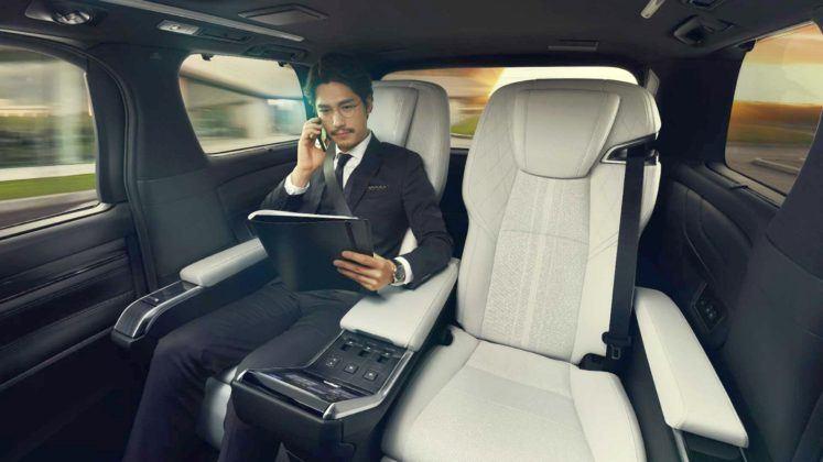 Lexus LM - fotele