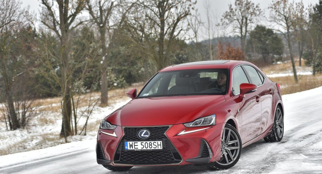 Lexus IS 300h (2018)