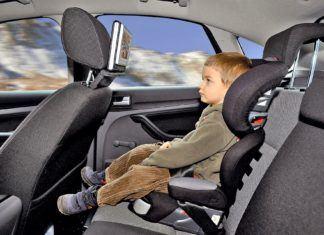 Fotelik czy siedzisko: w czym bezpieczniej przewozić dziecko w samochodzie?