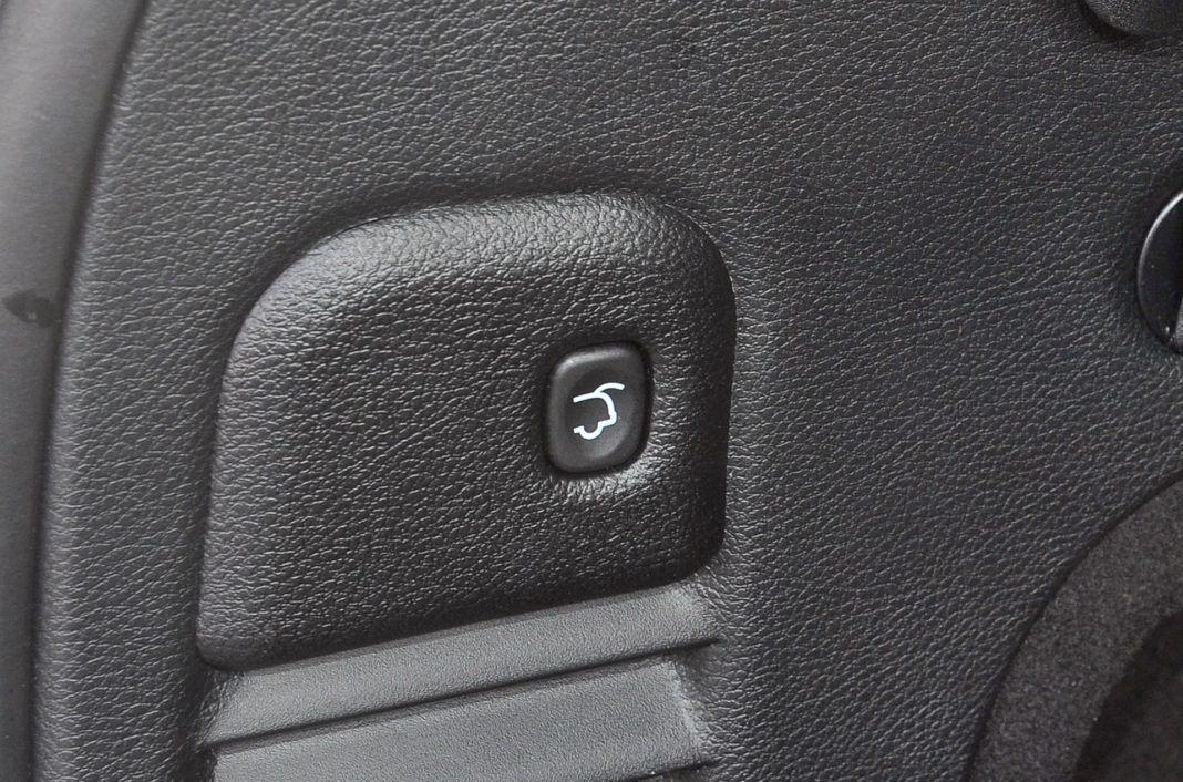 Jeep Grand Cherokee - otwieranie klapy