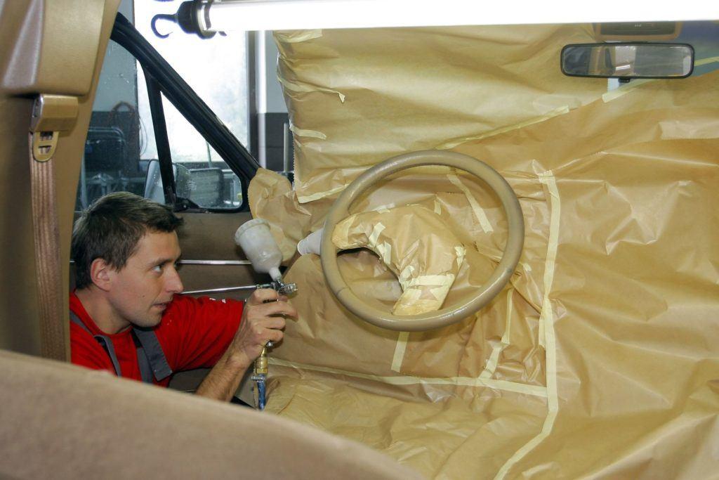 lakierowanie skórzanej kierownicy
