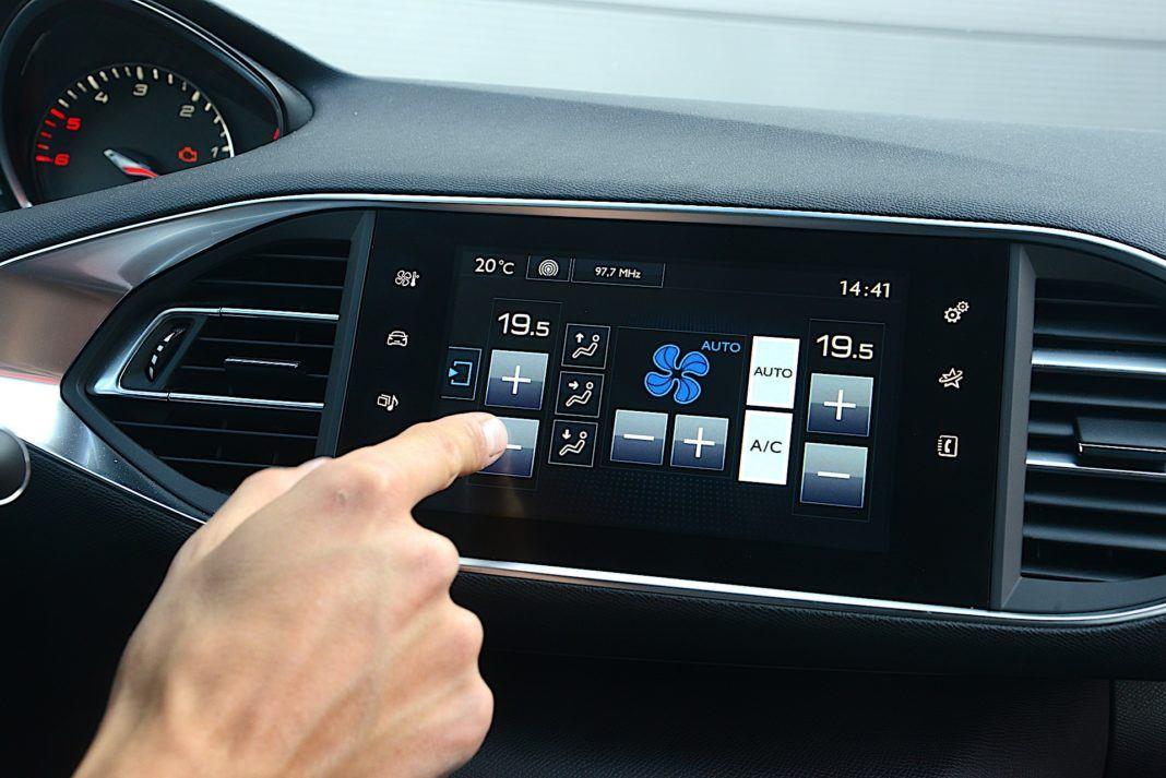 Peugeot 308 - ekran klimatyzacji