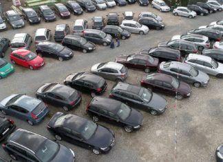 Używane samochody z przetargów i licytacji. Okazje czy pułapki?