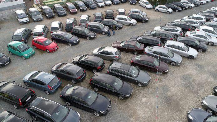 Komis z używanymi samochodami