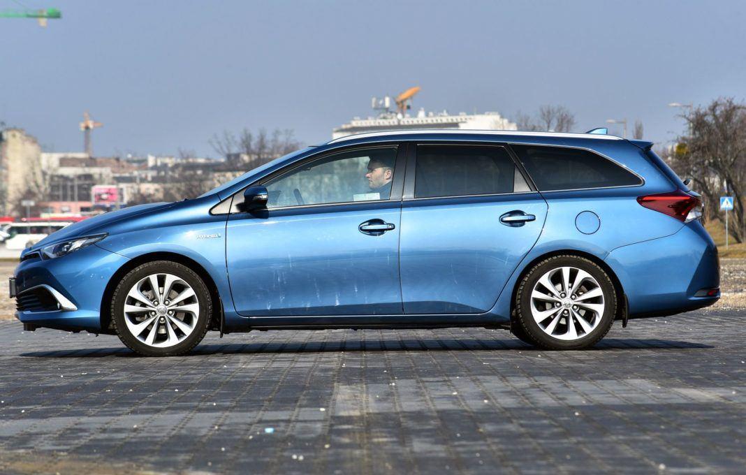 Toyota Auris TS Hybrid - bok