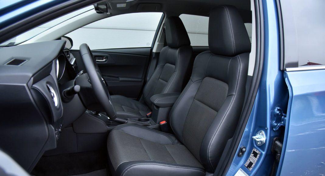 Toyota Auris TS Hybrid - fotel kierowcy