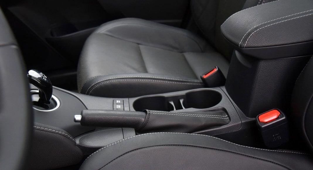 Toyota Auris TS Hybrid - hamulec ręczny