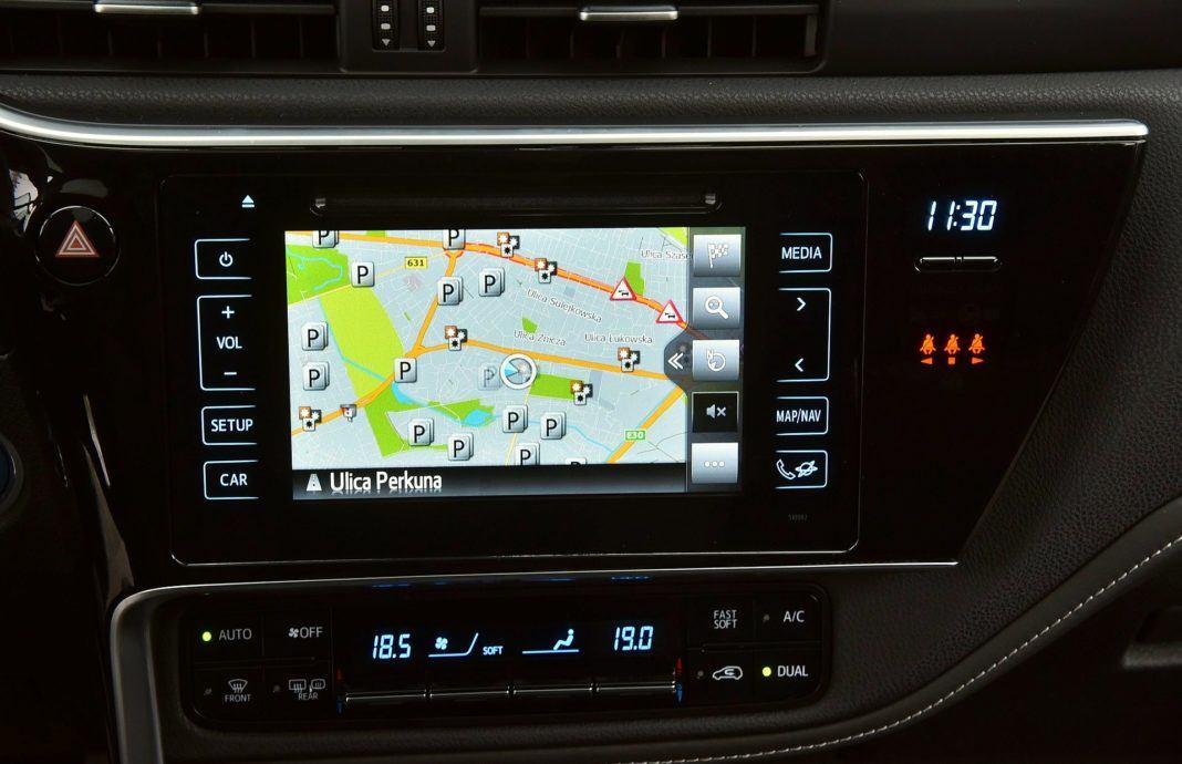 Toyota Auris TS Hybrid - nawigacja