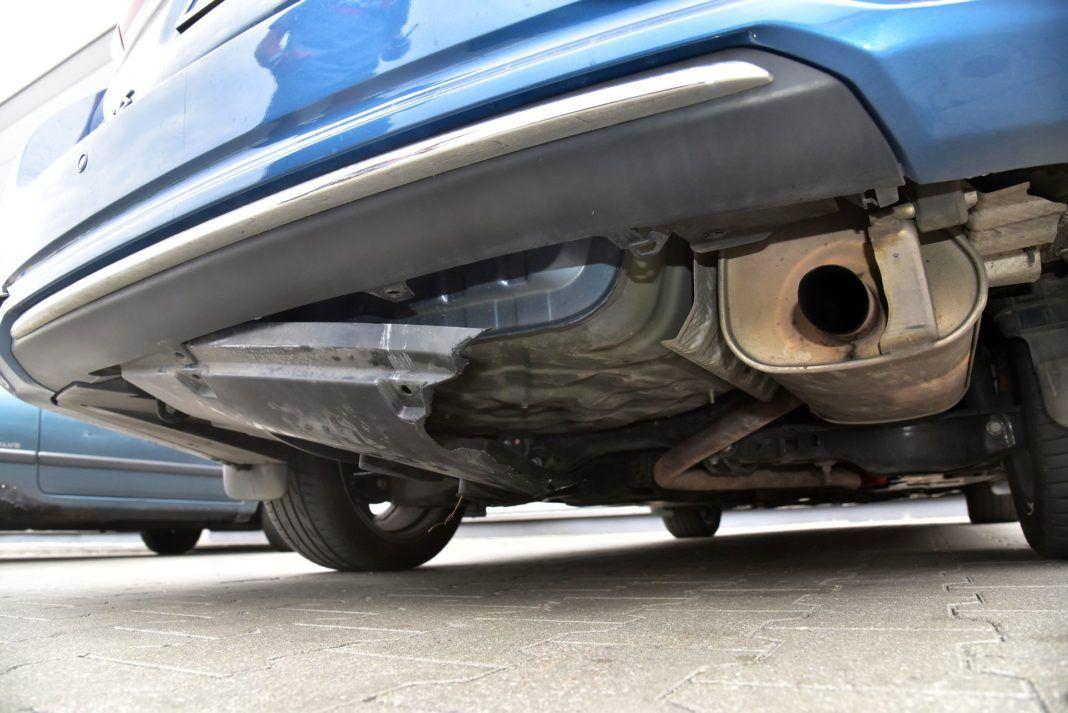 Toyota Auris TS Hybrid - pęknięta obudowa