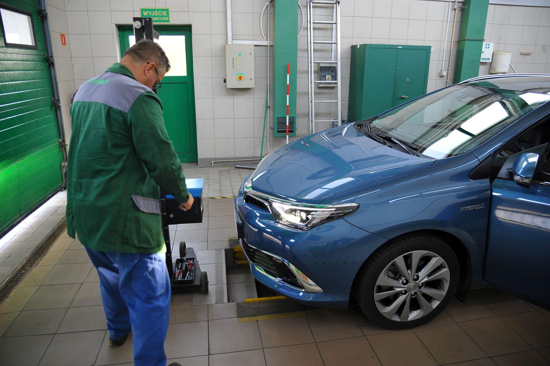 Toyota Auris TS Hybrid - przegląd (3)