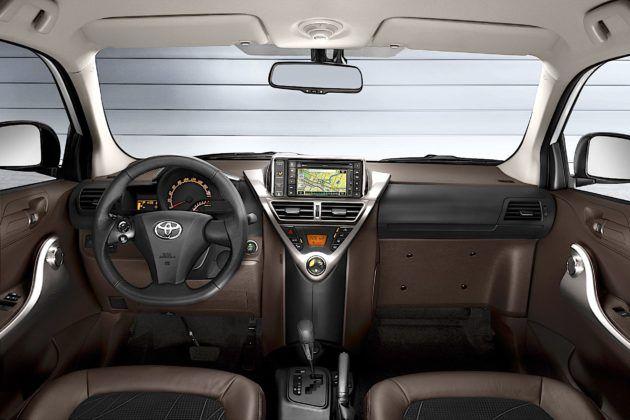 Toyota iQ - kokpit