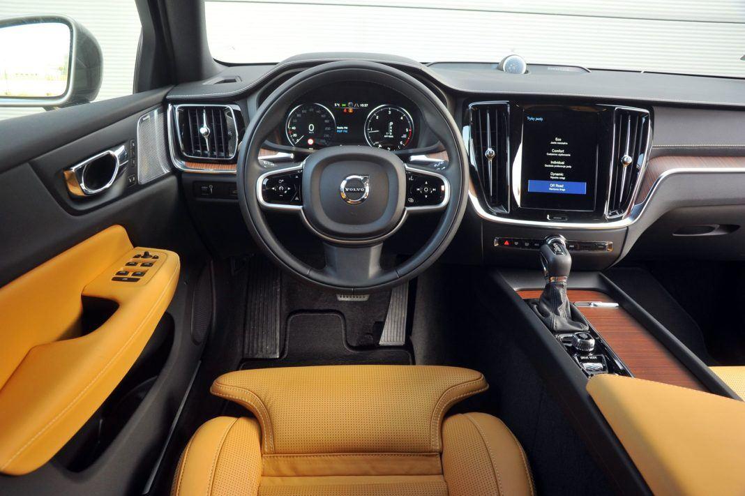 Volvo V60 Cross Country - deska rozdzielcza