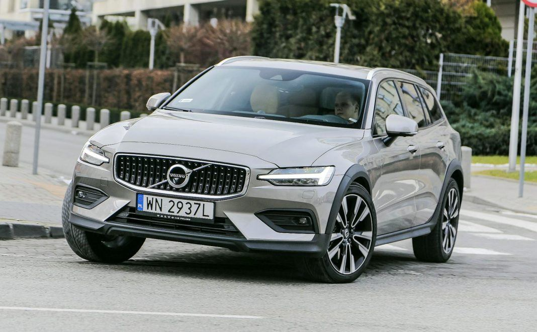 VOLVO V60 II Cross Country D4 2.0d 190KM 8AT Geartronic AWD WN2937L 02-2019