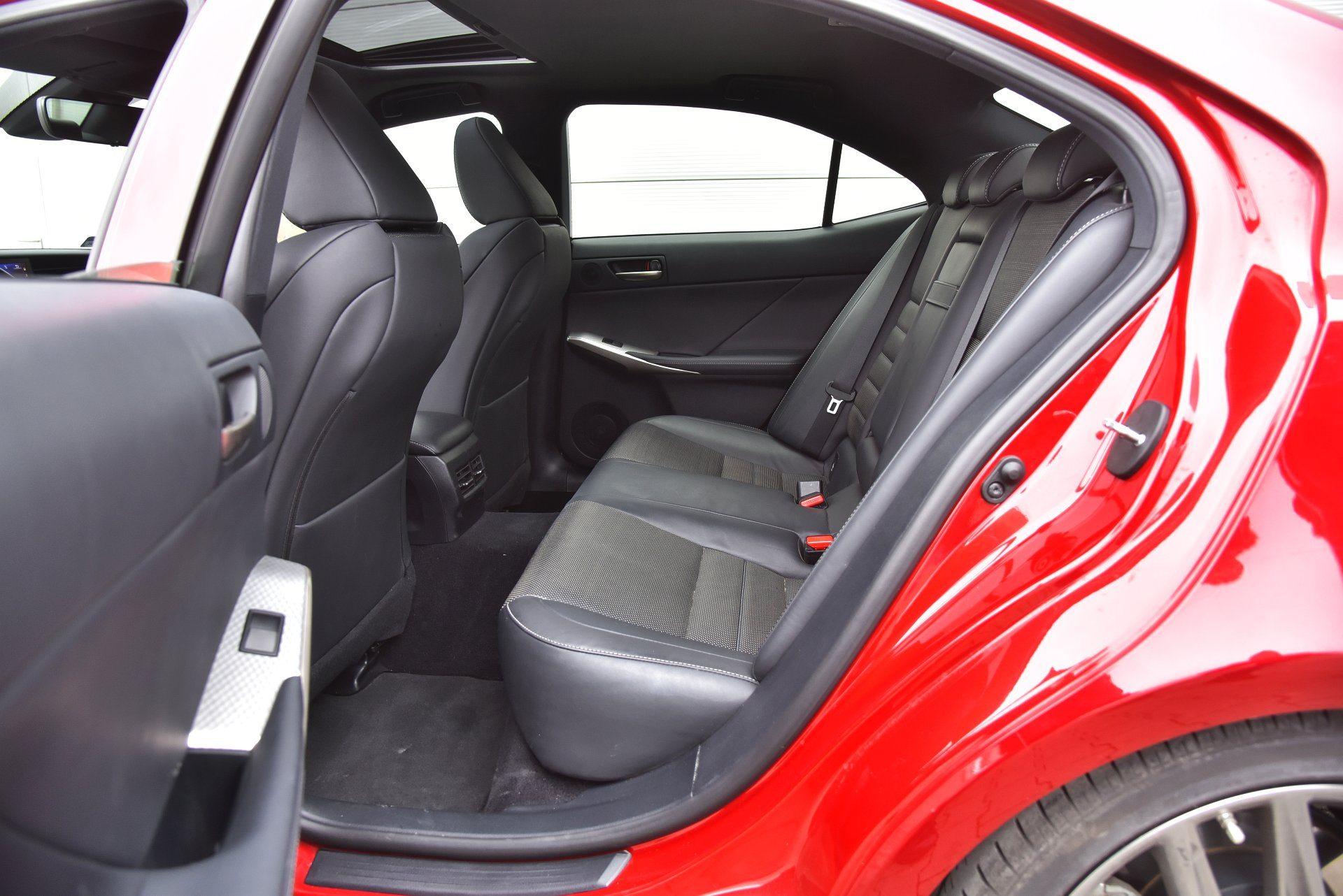 Lexus is 300h tylna kanapa