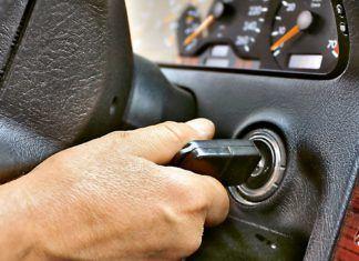 Błędy kupujących używane auto: oględziny przy rozgrzanym silniku